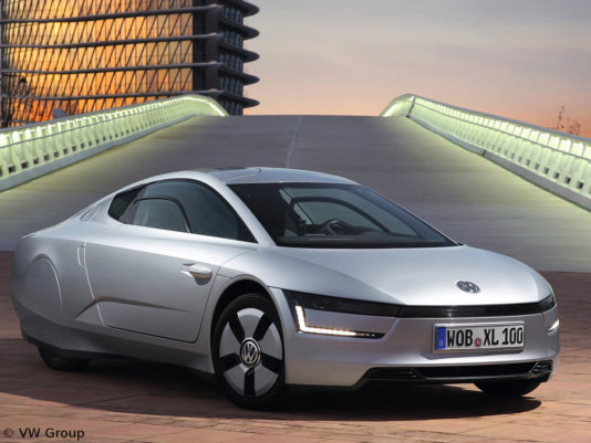 2014-Volkswagen-XL1-Front-Side