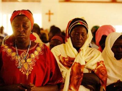 sudanese-christian-women-praying