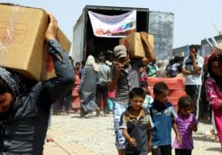 Iraqis_fleeing_violence_recieve_aid