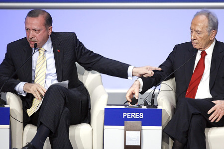PM Erdogan and Israeli President Perez at WEF Davos 2009