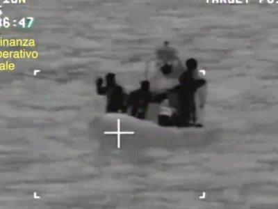700 migrants boat capsize