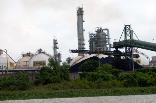 The coke processing plant in Lázaro Cárdenas