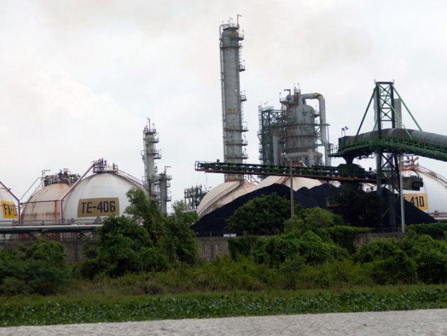 The coke processing plant in Lázaro Cárdenas