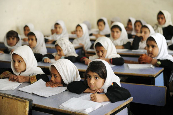 Nang Attal engages for girl\'s education in Afghanistan.