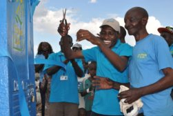 Opening celebration for a new Fresh Life Toilet spot in Kenya © Medora Brown (Sanergy)