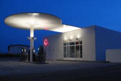 640px-Arne_Jacobsen_benzintank_Moerke