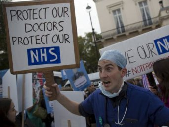 nhs-doctors_protest