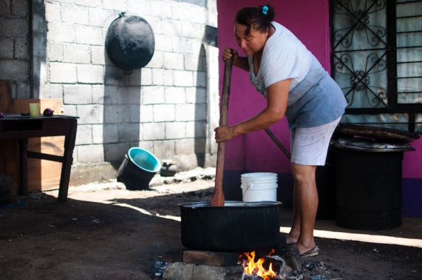 Rosa Romero Vasquez is preparing food for the migrants.