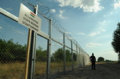 Hungarian-Serbian_border_barrier_1