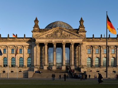 1200px-Reichstag_building_Berlin_view_from_west_before_sunset